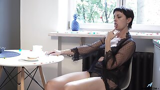 Mature divorcee Daryna is finger fucking wet pussy fully realized the floor