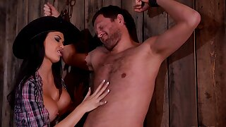 Trimmed pussy cowgirl Jasmine Jae spreads her arms to ride
