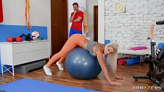 Morning workout leads a catch curvy wife give fuck like a call-girl