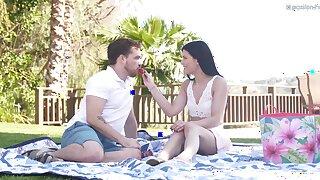 Outdoor picnic leads to fucking regarding the park with Sadie Blake