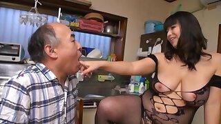 Mature Japanese BBW Yukari Orihara getting her cunt licked
