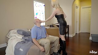 Small titties blondie Highlight Lux in drop out of sight spreads the brush legs to ride